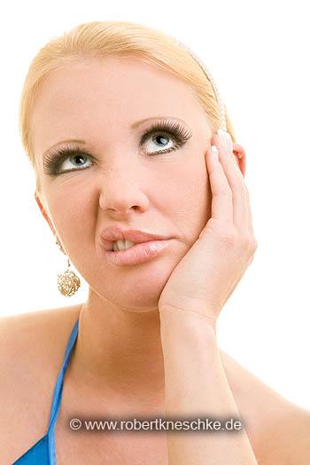 Frustrierte blonde Frau