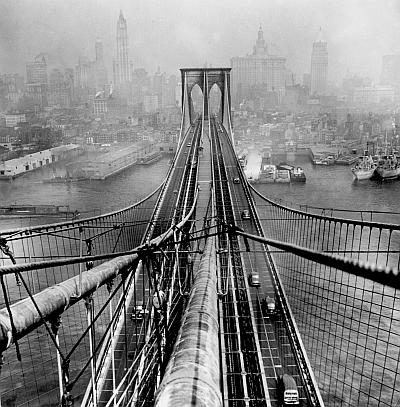 Brooklyn Bridge, 1946 / © Arthur Leipzig/Courtesy Howard Greenberg Gallery, New York
