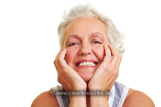 Grinsende Seniorin