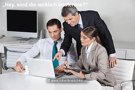 Geschäftsleute schauen auf Laptop
